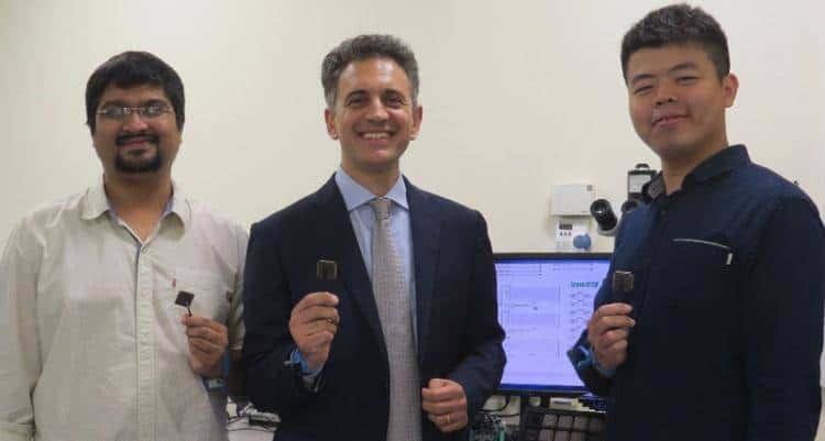 新加坡国立大学研发能在电池能量耗尽后自行启动运行的微晶片!